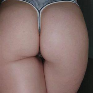 Tanga rayas con detalle de encaje 🍑